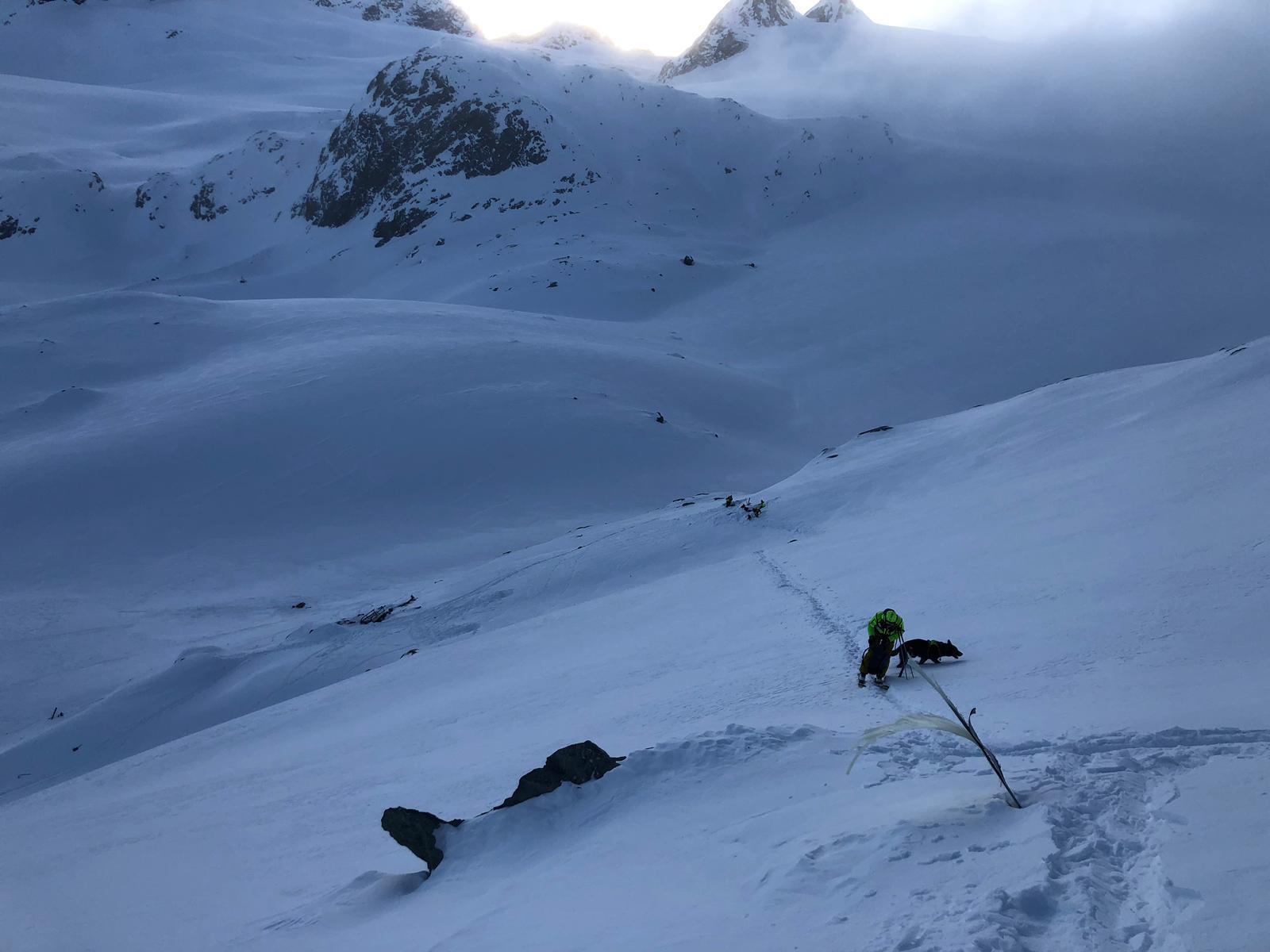 Le ricerche dei soccorritori sul ghiacciaio del Rutor