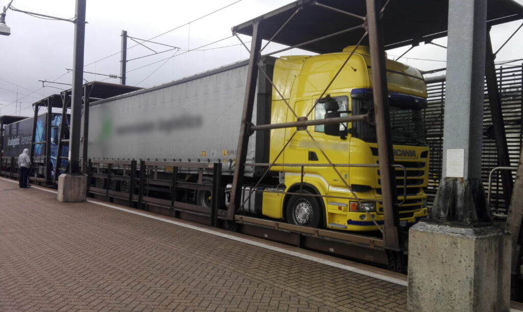 Il camion di Armstrong all'Eurotunnel