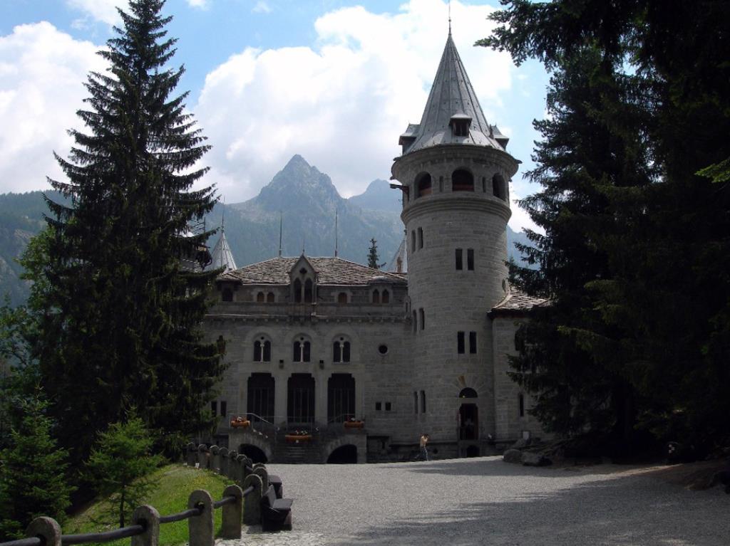 Castello Savoia Gressoney Saint Jean