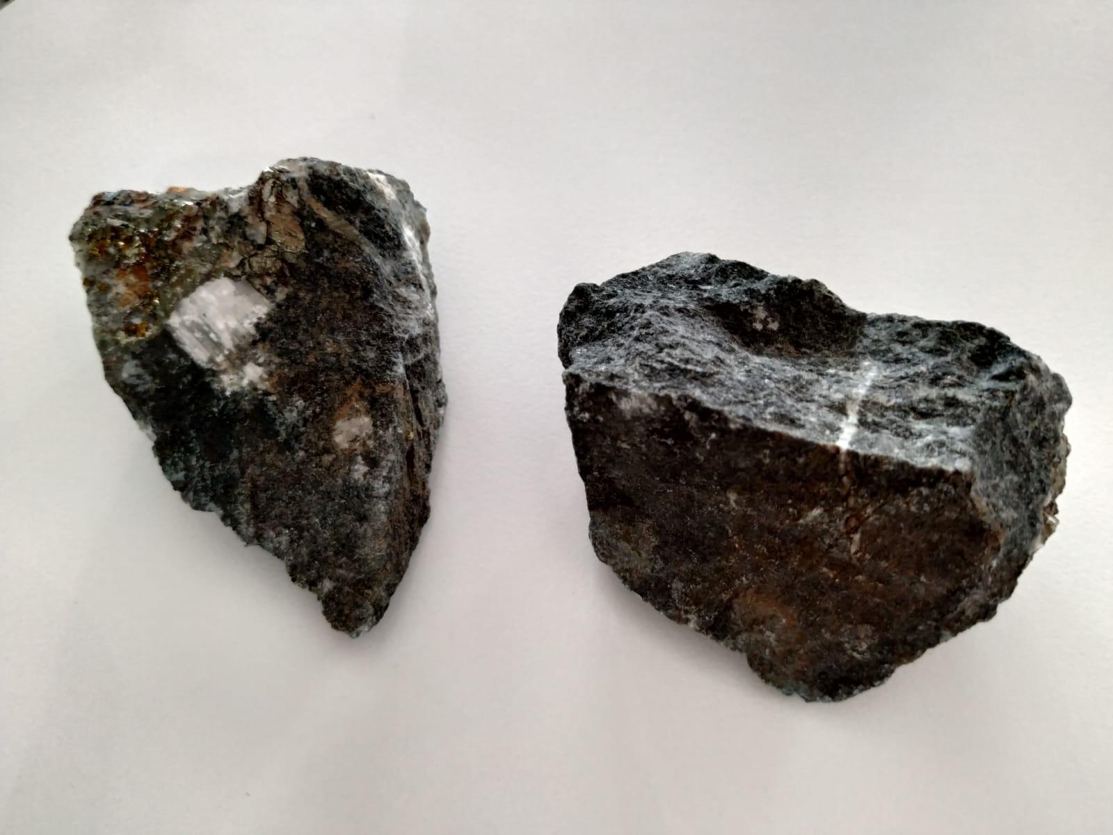 Le pietre lanciate sul dehors del Gatto Nero