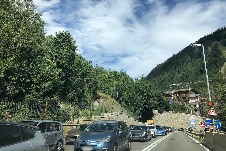Auto in attesa al Traforo del Monte Bianco