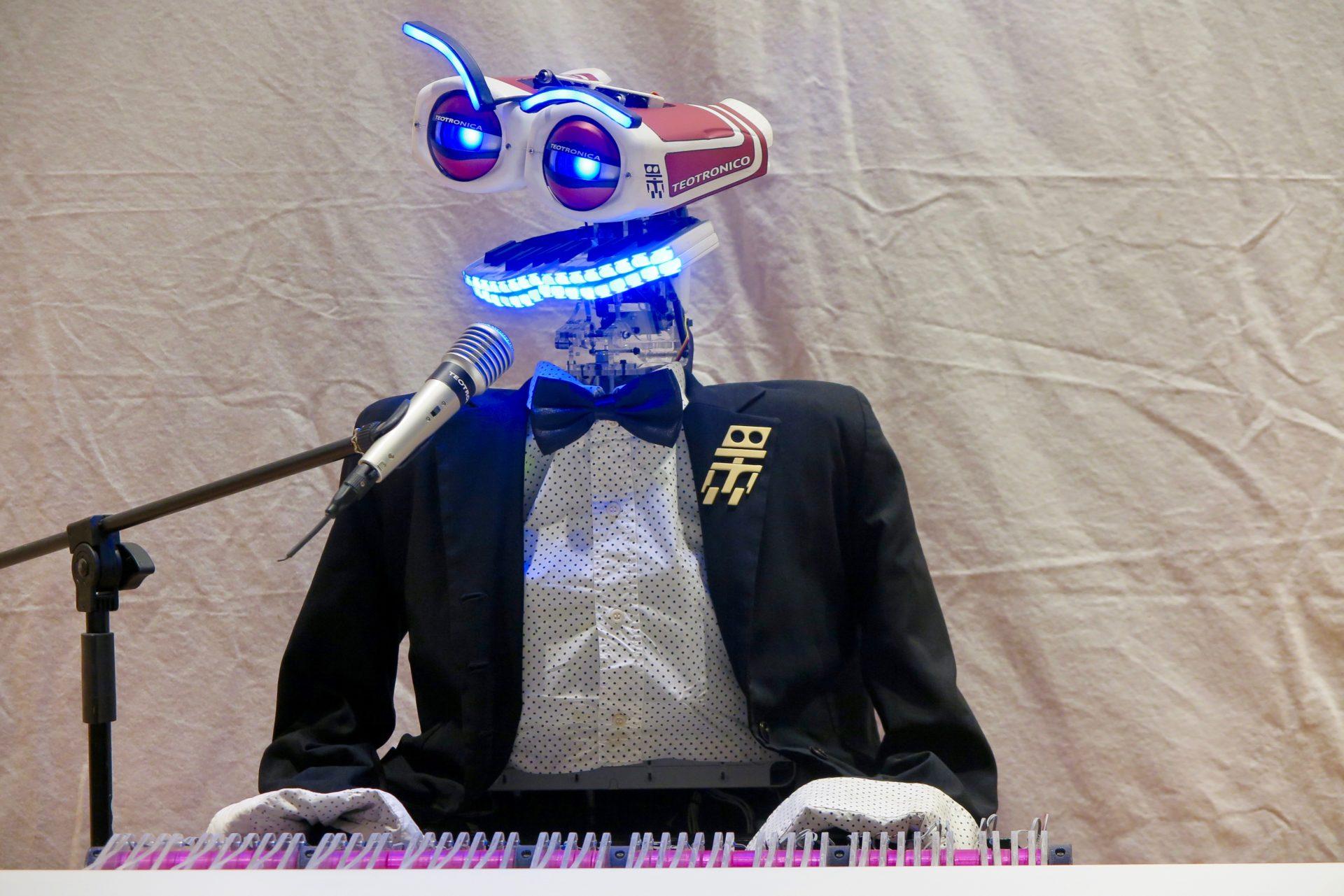 Il pianista robot Teo Tronico