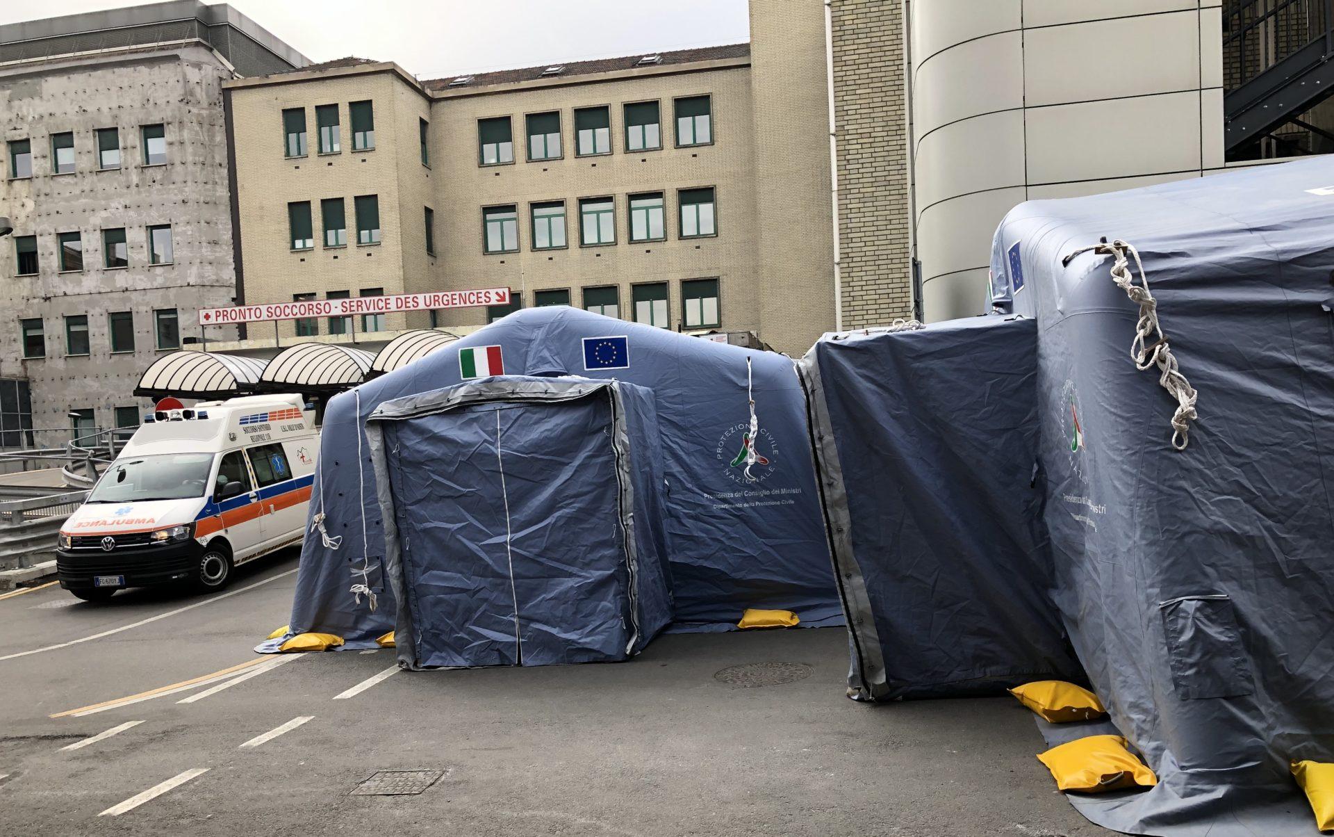 coronavirus - Tende Triage montate davanti al Pronto soccorso