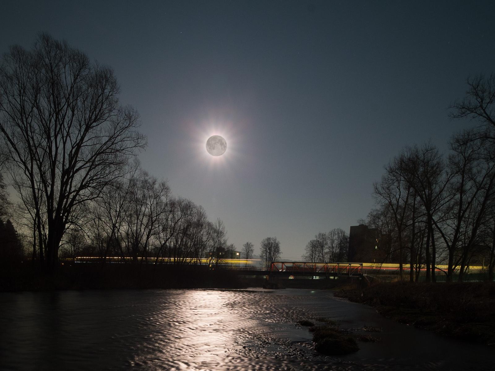 La Luna piena ripresa il 9 marzo 2020 da Universal, Orlando, Florida, USA Credit: Brent http://www.spaceweathergallery.com/indiv_upload.php?upload_id=159876