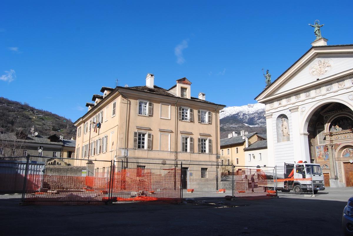 Il cantiere in piazza Giovanni XXIII ad Aosta