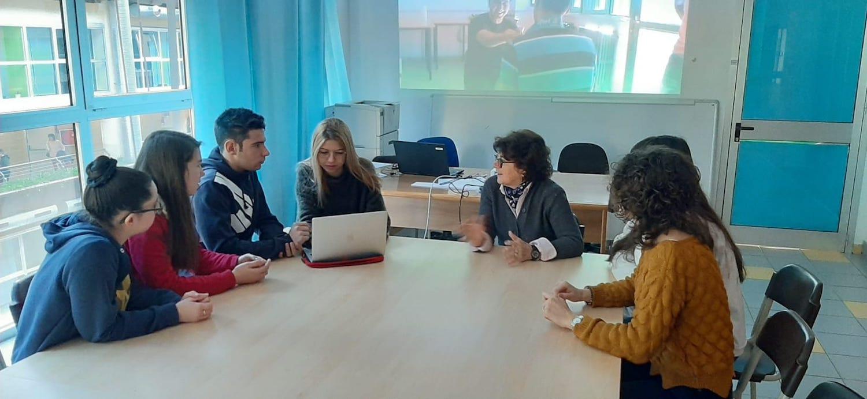 Alcuni studenti delle classi dellISITILP di Verrès e il prof Antonio Maccarrone