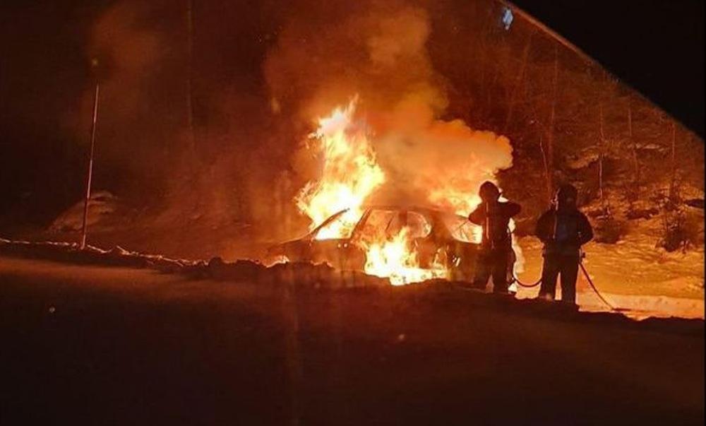 Auto in fiamme Pila
