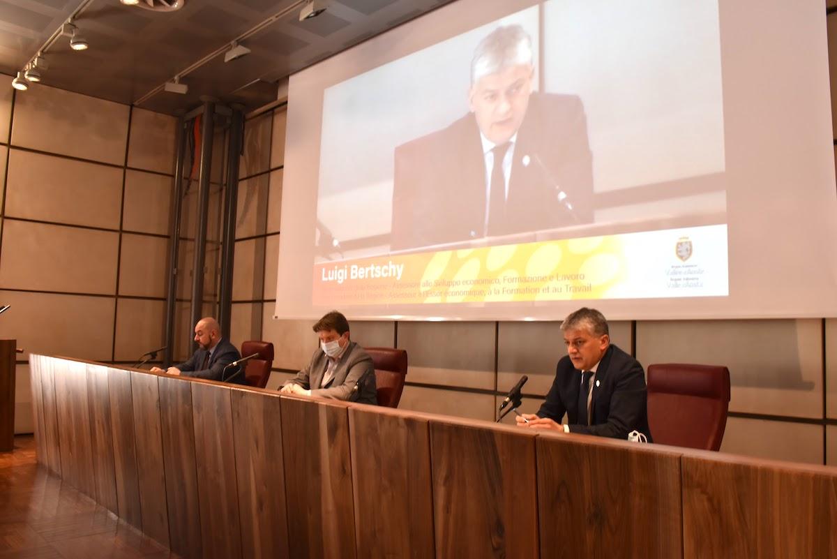 L'Assessore Luigi Bertschy in conferenza stampa