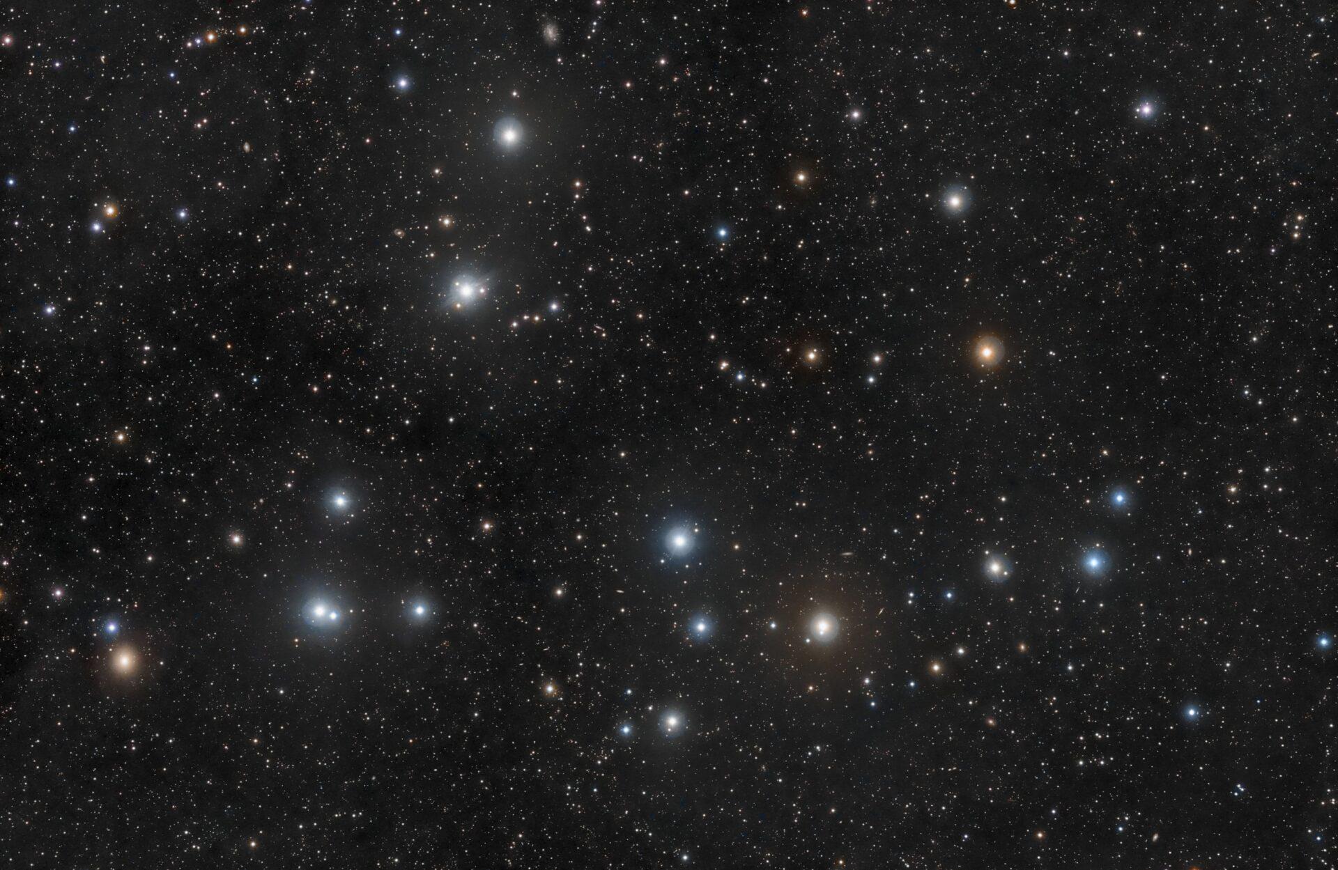 L'ammasso stellare Melotte 111, nella Chioma di Berenice Credit: Rogelio Bernal Andreo http://www.deepskycolors.com/archive/2011/05/02/coma-Berenices.html