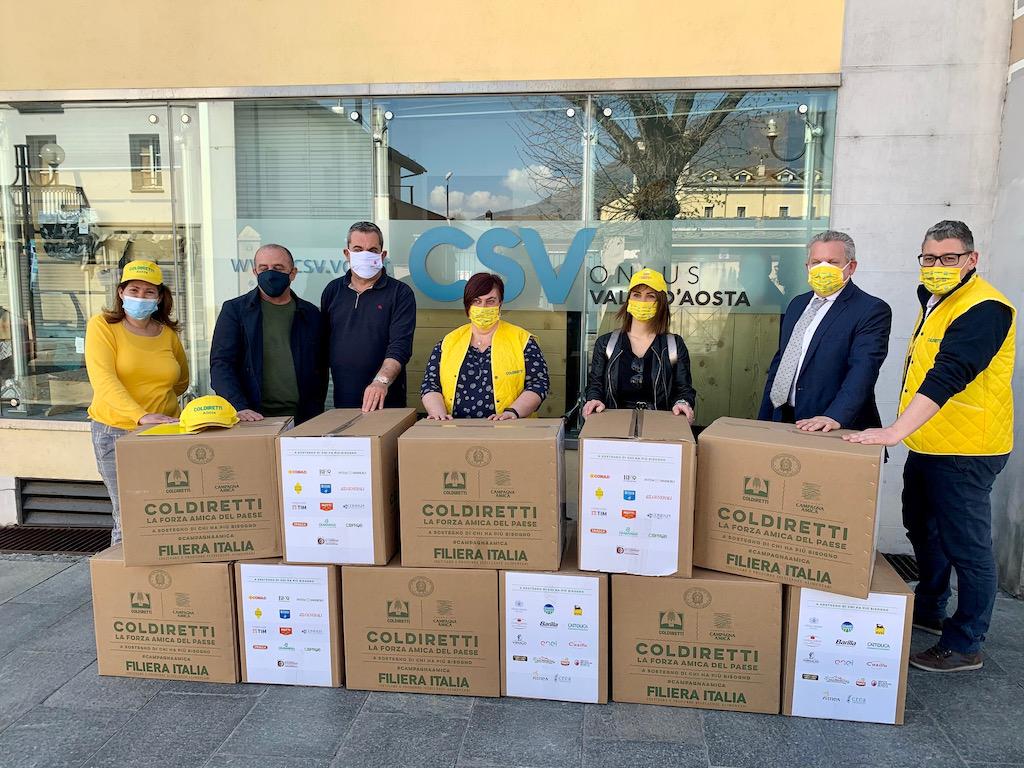 La consegna dei pacchi solidali di Coldiretti al CSV