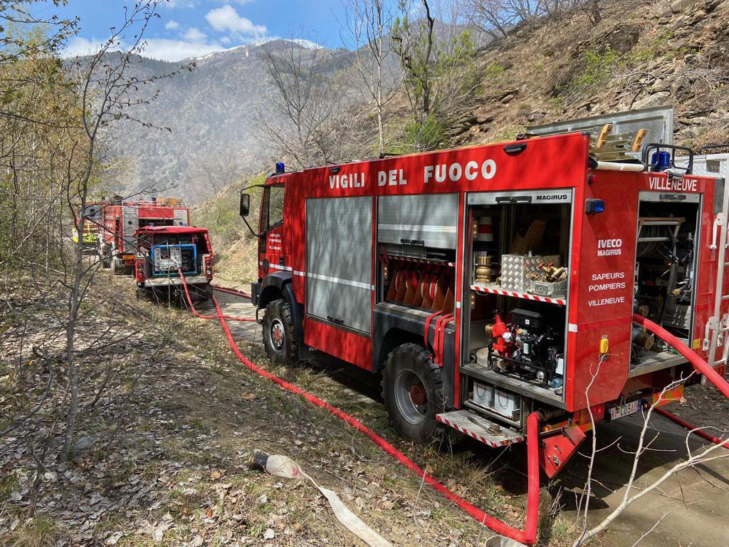 incendio arvier vigili del fuoco