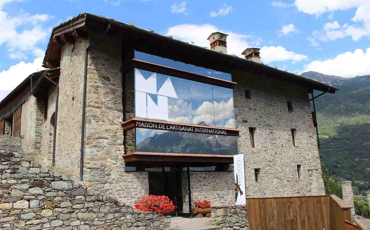 Main – Maison de l'Artisanat International di Gignod