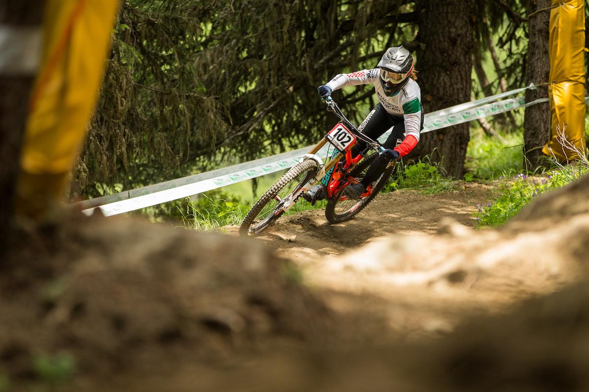 Veronika Widmann IXS European Downhill Cup Pila