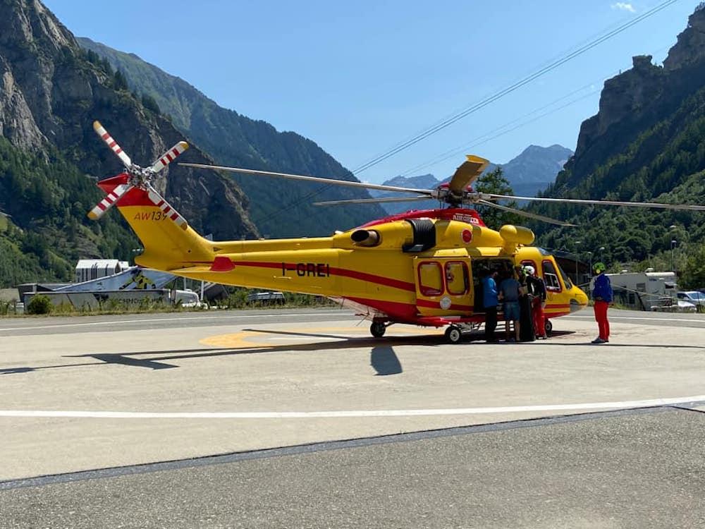 L'elicottero del SAV alla base di Courmayeur