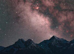 La Via Lattea sopra il Mont Emilius ripresa da Saint-Barthélemy con una fotocamera più sensibile della vista umana