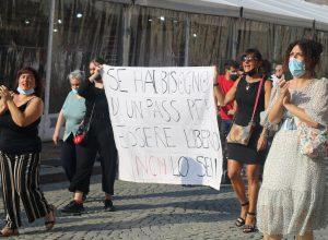 La manifestazione in piazza Chanoux