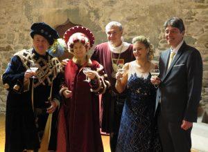 Carnevale storico di Verrès, i conti uscenti (Carlo Decurti e Laura Barone) passano il testimone a Daniela Carli e Davide Mosca