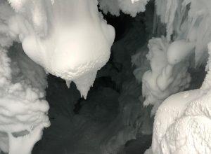 Uno dei crepacci esplorati durante le ricerche di ieri.