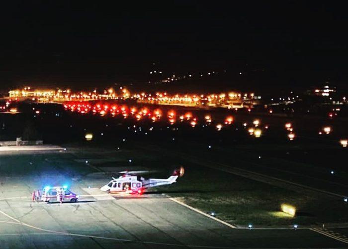 L'arrivo del volo notturno (foto profilo Facebook Aosta Airport).