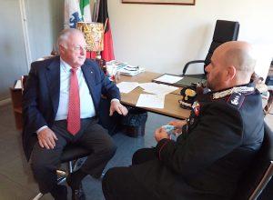L'incontro tra il Presidente di Confcommercio VdA Dominidiato ed il tenente colonnello dei Carabinieri Cuccurullo