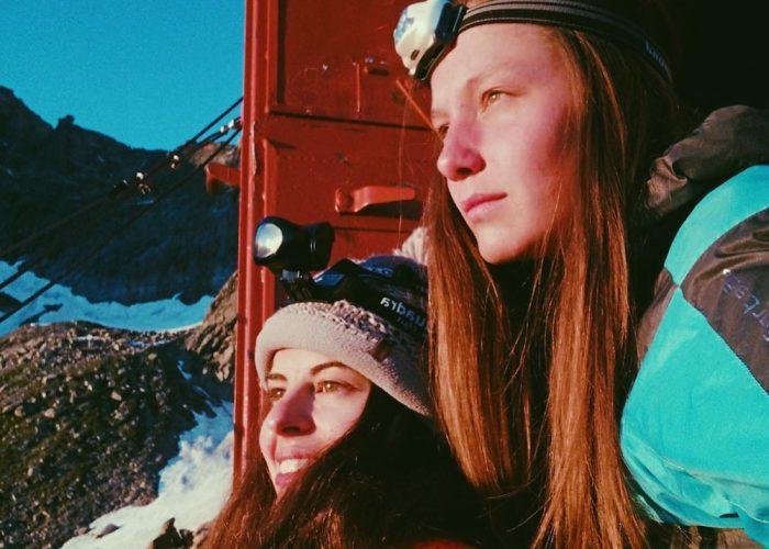 Le due ragazze, in una foto pubblicata su Facebook.