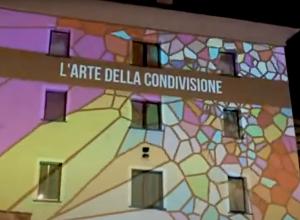 La videoinstallazione di Andrea Carlotto in piazza della Repubblica che racconta i laboratori dell'Ordine degli Psicologi