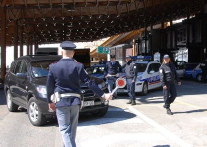 Polizia di frontiera al Traforo del Monte Bianco