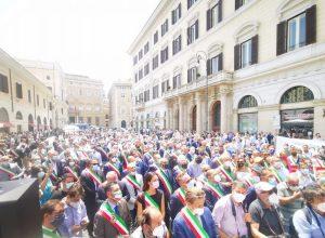 La manifestazione #dignitàperisindaci a Roma